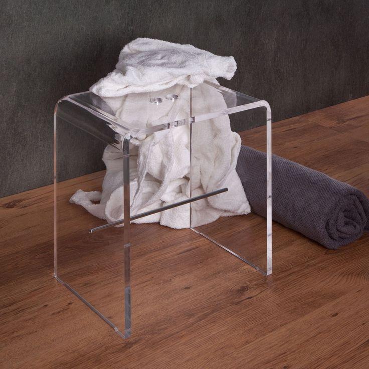 sgabello da bagno in plexiglass dalle dimensioni contenute facilmente collocabile in ogni spazio realizzato