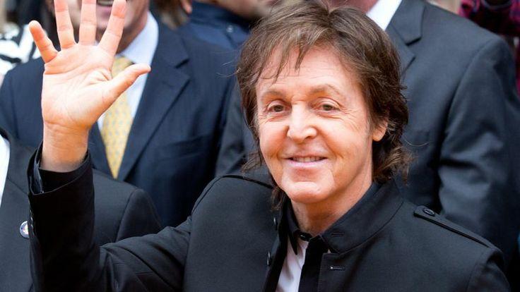 Paul McCartney Times Square   Le chanteur Paul McCartney lors d'un concert à Times Square, à New ...