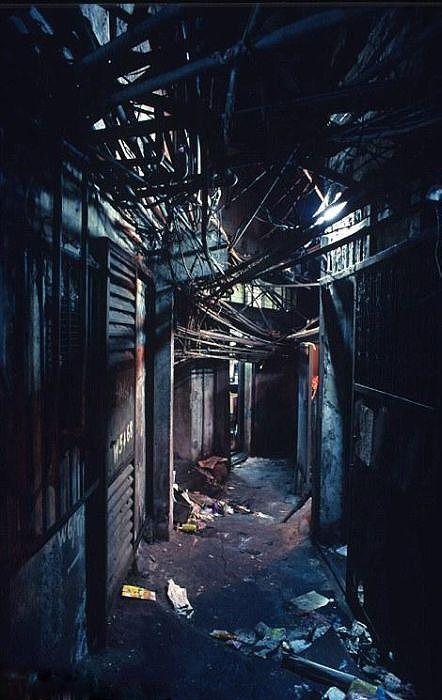 在りし日の九龍城砦とそのスラム街に住む人々の様子がわかる画像