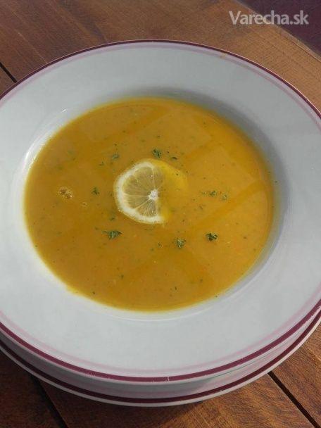 Zeleninová polievka s kurkumou a citrónovou kôrou