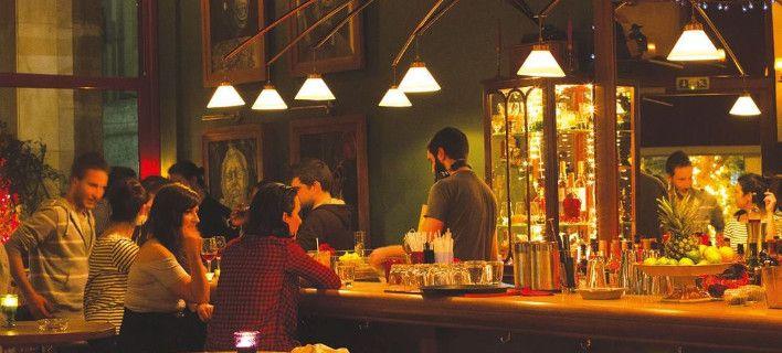 Μικρές γωνιές στην Αθήνα που θα σας κάνουν να νομίζετε ότι βρίσκεστε σε κάποιο μπαρ της Νέας Ορλεάνης, αφού οι ιδιοκτήτες τους αγαπούν με πάθος την τζαζ.