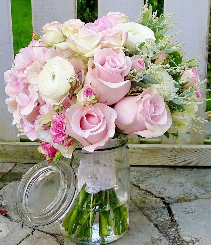 bouquet de mari e renoncule roses marjolaine mini eden. Black Bedroom Furniture Sets. Home Design Ideas