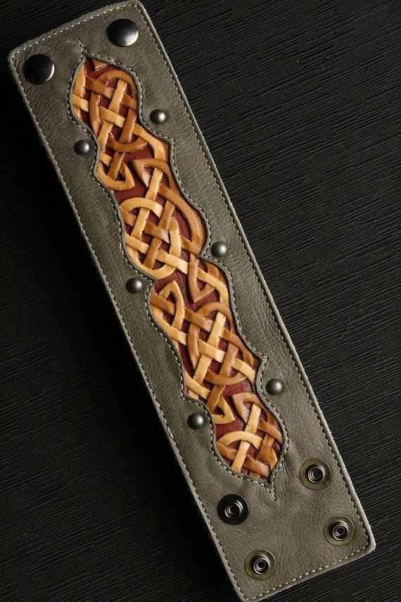 Brazalete de cuero pulsera de cuero: por EthosCustomBrands en Etsy