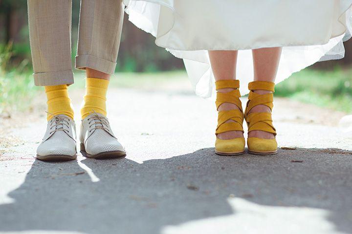 В тренде: яркие носки для жениха - http://weddywood.ru/v-trende-jarkie-noski-dlja-zheniha/