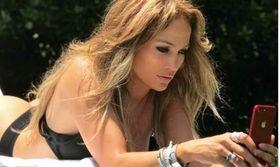 Η Jennifer Lopez κάνει διακοπές στην Κρήτη   Στην Ελλάδα βρίσκεται η Jennifer Lopez και μάλιστα κάνει διακοπές στην Κρήτη.  from Ροή http://ift.tt/2tTPGyk Ροή