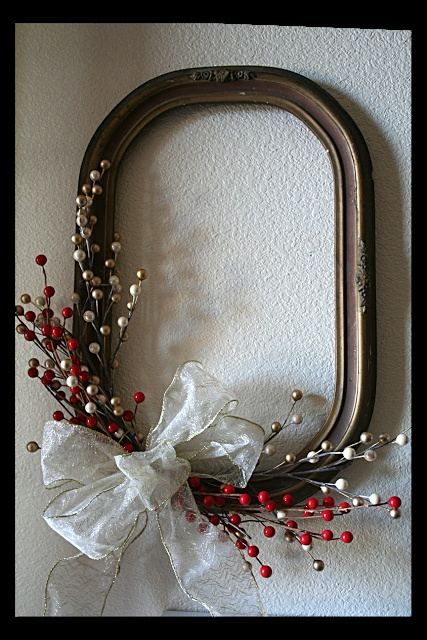 Vintage Frame Wreath: Recycled picture frame and you could also put picture in other smaller frame and put it in the center of this frame!!