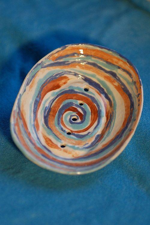 Mýdlenka keramická oválná malovaná (spirála 2)