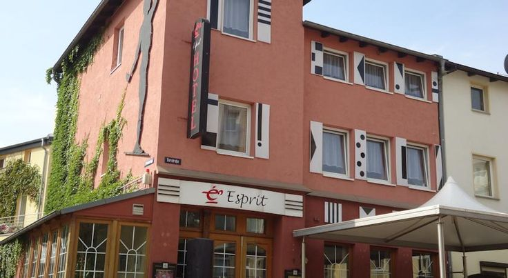 Esprit Hotel Halle an der Saale This hotel features its own restaurant and a changing display of local Halle an der Saale artists in the public areas. It is only a 15-minute walk from the historic city centre.  Rooms at the family-run Esprit Hotel offer cottage-style décor.