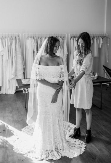 Bohemian trouwjurk door @daughtersimone bij @wildatheartbridal