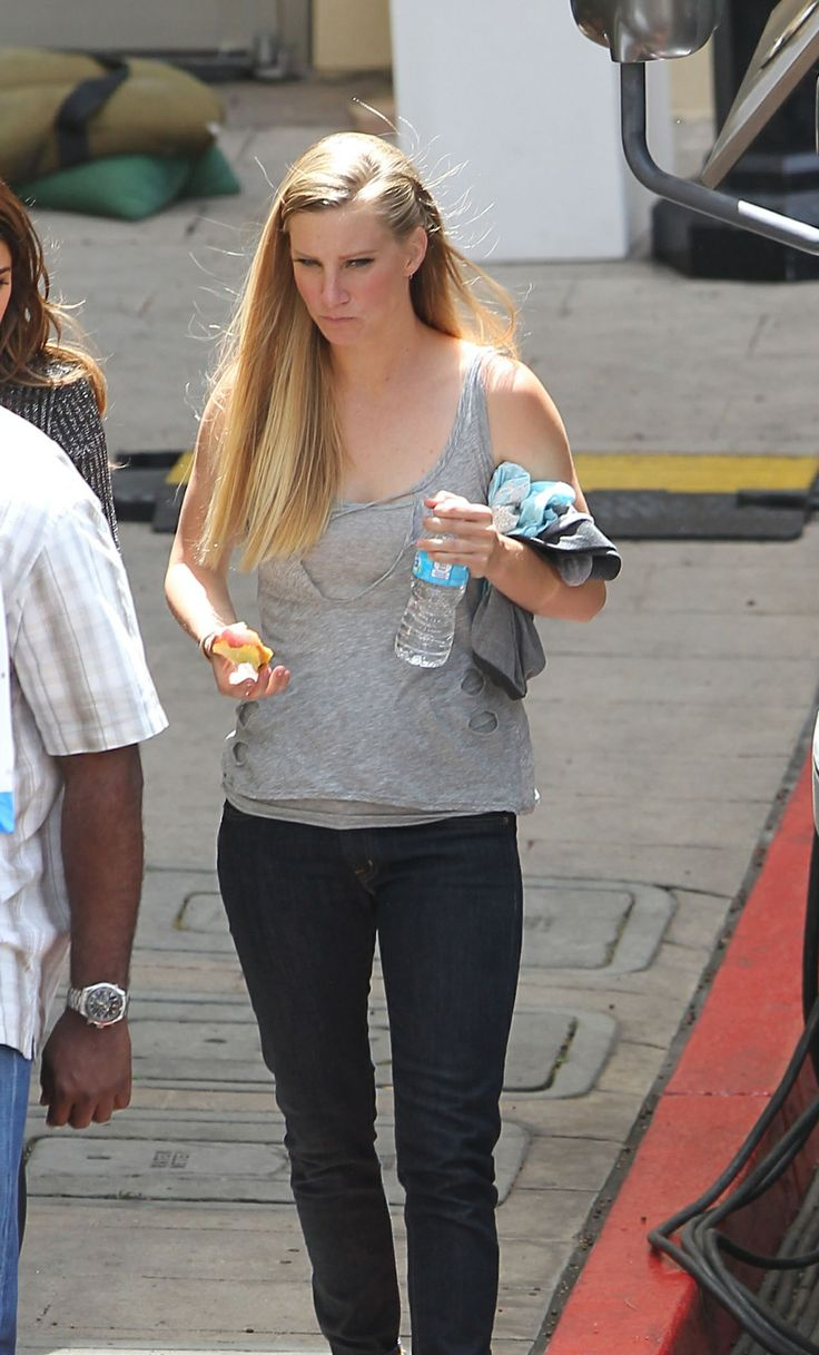Heather Morris back on the Glee set:)