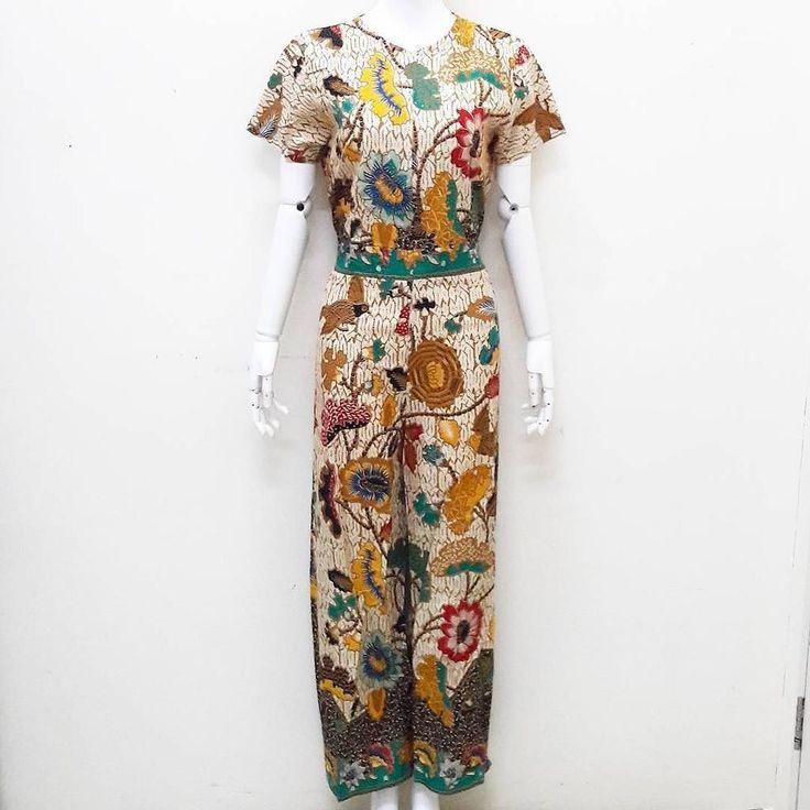 READY LAGI Jumpsuit batik BEST SELLER bangeett limited stock . ALLSIZE Detail ukuran  Lingk. dada 100  panjang 141  busui friendly  karet belakang  resleting depan  235 rb . Serious order: WA :085643288400 Line: @vwz8296z BBM: 5e5f4e3a Batik under 100 rb : @kemejahembatik . . #batik #batikcap #batikunik #kualbatik #jogerbatik #celanabatik #hembatik #kainbatik #jumputan #jumputanhandamde #garutan #garutanmurah #seragambatik #kulotbatik #dressbatik #batiksolo #batikjogja #batikpekalongan…