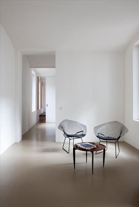 Harry Bertoia Diamond chairs and H. Engholm & Svend Åge Willumsen tray table for Fritz Hansen, 1958, Denmark. Interior by Marie Mees.