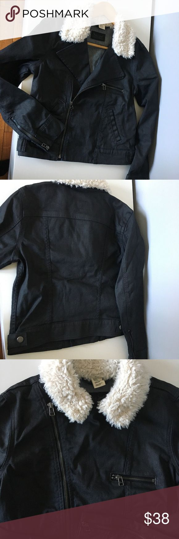 """Livi's jeans jacket with fur collar Excellent condition and looks very stylish. Size S. Length 20"""" Signature by Levi Strauss Jackets & Coats"""