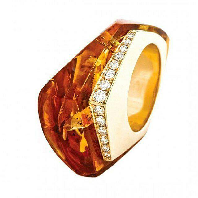 Ring by Jafarov  in yellow gold with amber (38 carats in one piece) and white diamonds  Regrann from @espritjoaillerie  ___________  Anillo de Jafarov  en oro amarillo con ambar (38 quilates en una sola pieza) y diamantes blancos  __________  #DeJoyaEnJoya #FromJewelToJewel #JewelryBlog #Jafarov #JafarovJewelry #amber #ambar #InstaAmber #YellowGemstones #GemasAmarillas #InstaGold #InstaDiamonds #YellowGold #OroAmarillo #diamantes #InstaRings #InstaAnillos #InstaSortijas #bague #anelli…