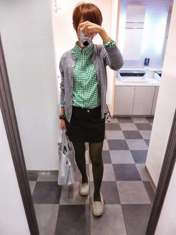 春夏は色の鮮やかさに惹かれますよね。 そんな春夏アイテムを秋冬にも着られるカラーリングに。  タイツに暗めのグリーンで緑のトーンを全体的に下げています。  Cardigan/UNIQLO Shirt/GAP Bottoms/Rope Picnic Bag/JOURNAL STANDARD Shoes/UGG  Today is the coordination of green autumnal.