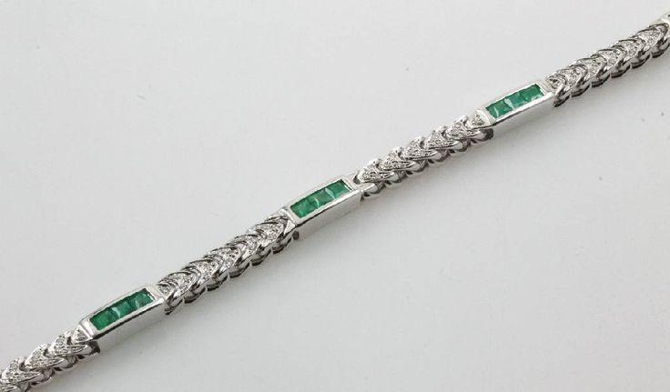 Armband mit Smaragden und Brillanten, WG 585/000, eingeschl. Smaragdcarrees zus. ca. 2.25 ct, Brill. zus. ca. 0.39 ct Weiß/si, L. 19 cm, Schätzpreis EUR 5200.-  ehemaliger Verkaufspreis 2590,- €  jetzt 2070,- €