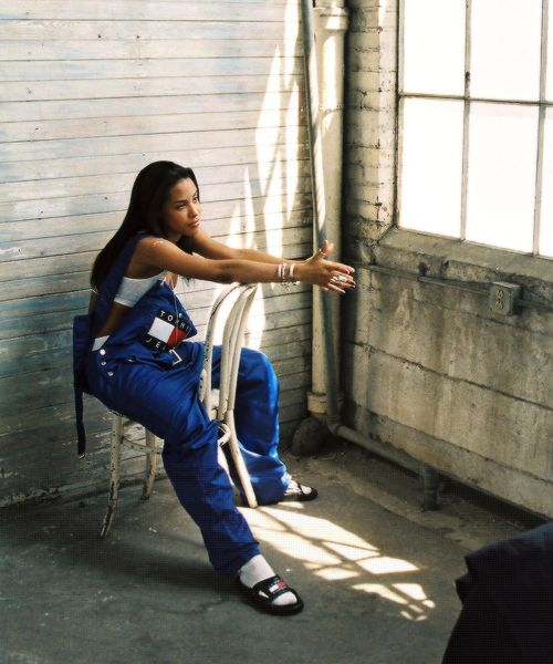 Such A Rare Photo! Aaliyah in Tommy Hilfiger #1990s (i actually had those overalls in the 5th grade haha)