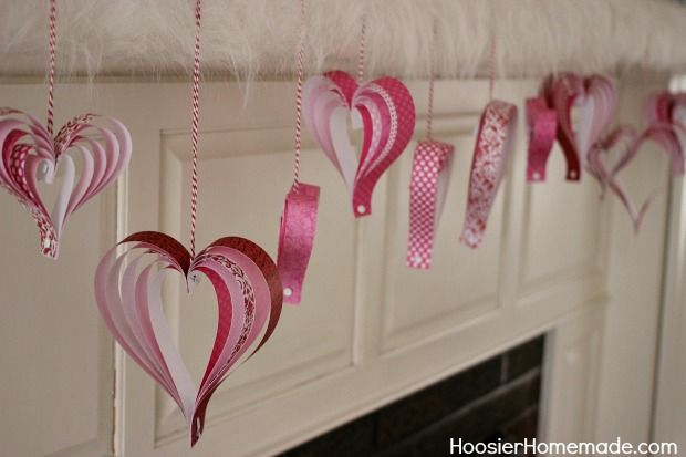 Valentine's Day Craft: How to make Paper Hearts:: Instructions on HoosierHomemade.com- petit coeur en papier à accrocher pour la St Valentin