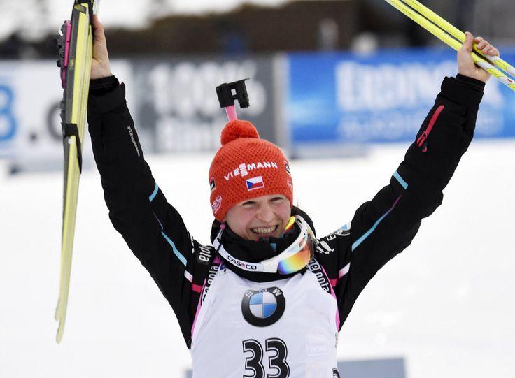 Další české ZLATO! Veronika Vítková vyhrála sprint biatlonistek | iSport.cz
