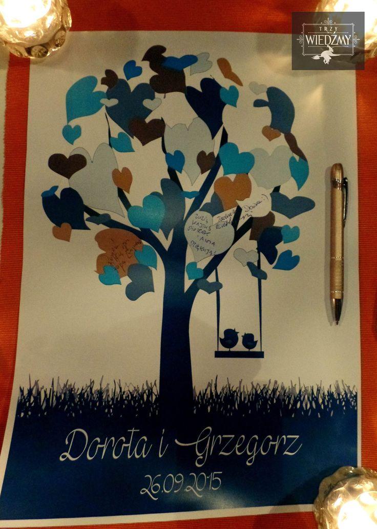 Specjalnie zaprojektowana, ślubna księga gości. Granatowe, złote drzewo z ptaszkami na którego listkach goście mogli się podpisywać. / Rustic, wedding, fall, autumn, eco, natural, wood, woodland, birds, tree, guest book, ideas, navy, blue, gold, white, green.