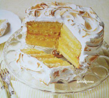 Vandaag leer ik jullie hoe je heerlijke citroen-merengue-taart maakt. Deze taart vergt wel wat werk maar is echt overheerlijk !  Schrik niet, deze taart heeft wel wat suiker, eieren en boter nodig maar het is dan ook echt een toptaart, één waar je zeker en vast punten mee scoort op eender welk feestje.  Taarten maken is één van mijn hobby's en dit is echt één van de toppertjes van de afgelopen jaren. De mama van één van mijn vrienden noemde het de beste taart die ze ooit had gegeten, wat een