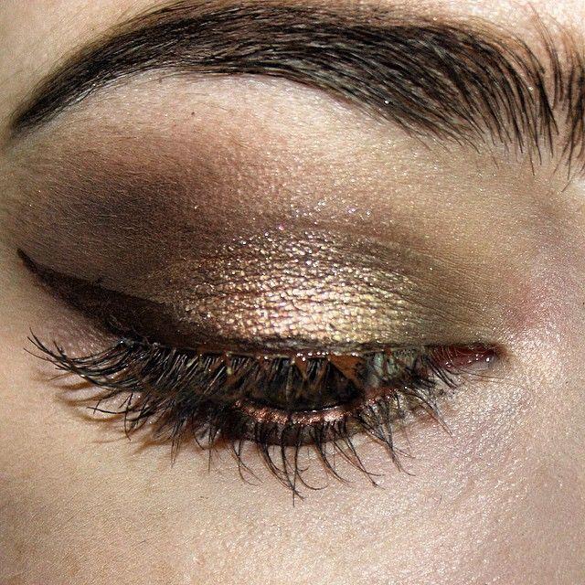 instagram: @/pinklemonade142  #makeup #eotd #badtothebronze #beauty #brownmakeup #browneyeshadow #browneyeliner #colortattoo #nakedbasics #urbandecay #maybelline #rimmel #scandaleyes #eyeliner #wingedeyeliner #bronze #eye #eyes #eyemakeup #eyebrows #eyelashes #falsies #anastasiabeverlyhills #abh #instabeauty #instamakeup #instabeautyau #BeyondColour @benefitaustralia