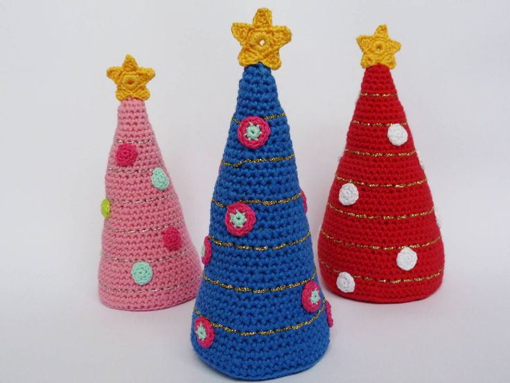 @ Ilona's blog: cute crochet Christmas trees - free pattern is in Dutch