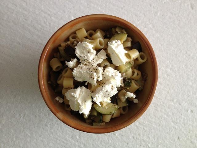Lo svuota frigo: pasta zucchine, melanzane e philadelphia