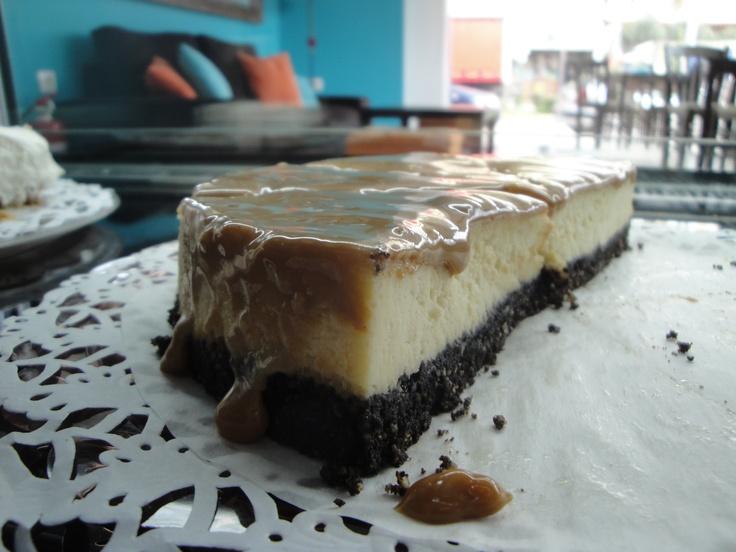 Oreo cheesecake with dulce de leche