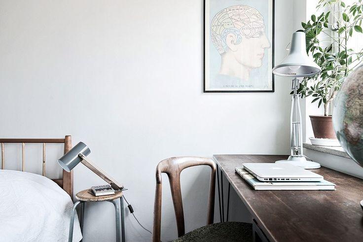 Sovrummet rymmer självklart plats för ett arbetsbord. Karl Gustavsgatan 33 - Bjurfors