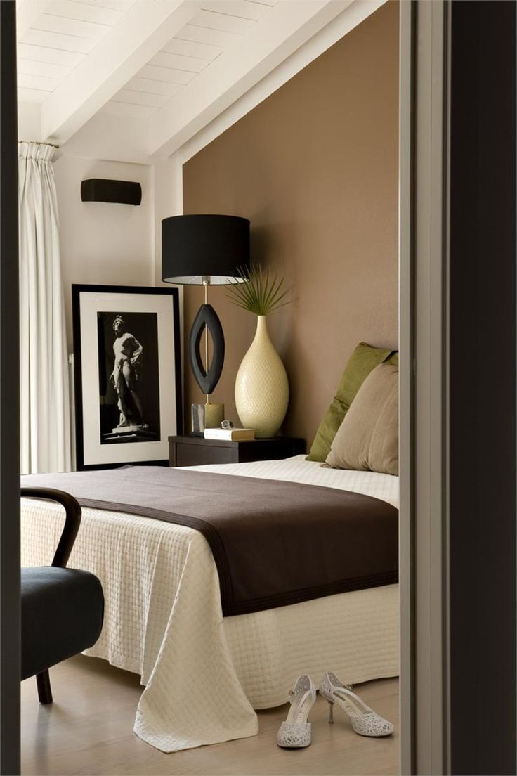 Bedroom colors with brown furniture - Bedroom Warm Cocoa Brown With Black Contemporary Bedroom 0 Fabulous Lamp Giving Great Height Instead Of A Headboard Bagliori Sull Acqua Sal 2008