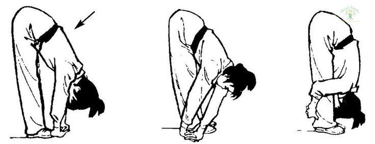 Комплекс упражнений для тренировки сосудов:  Первое упражнение.  Для того чтобы улучшить кровоток в головном мозге нужно делать такое простое упражнение: на протяжении двух – пяти минут необходимо совершать вращающие движения головой (при этом нужно сидеть с выпрямленной спиной) сначала по часовой стрелке, а затем в обратную сторону.  Второе упражнение.  Примите такое исходное положение: станьте ровно, выпрямив спину, и поставьте ноги на ширину плеч. Теперь подымите вверх руки и переплетите…