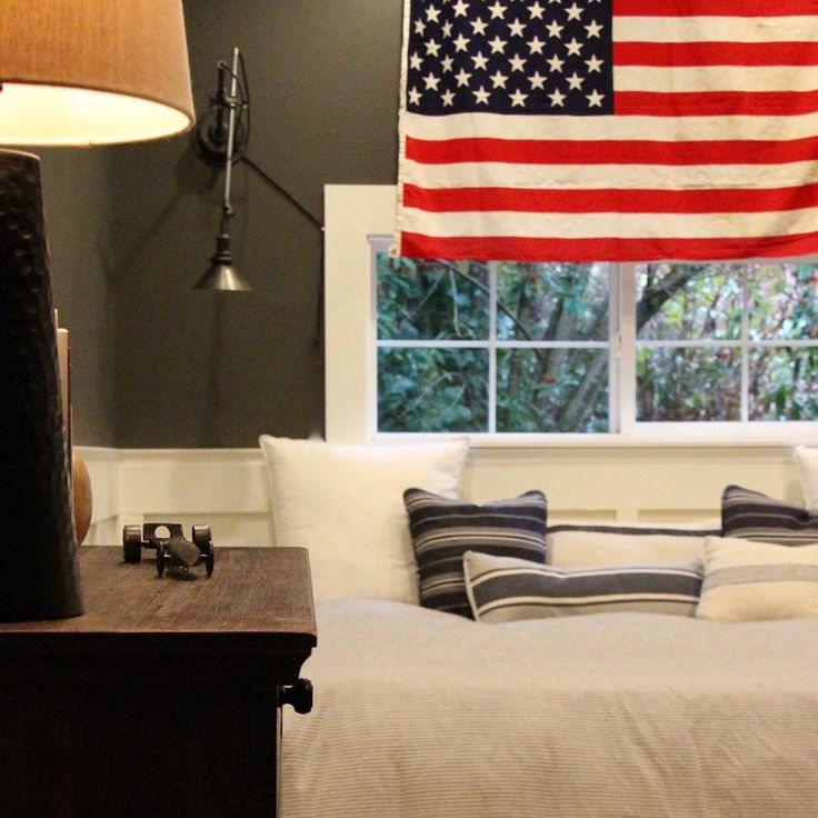 Benjamin Moore Graphite on walls of a teen bedroom with American flag. #benjaminmooregraphite #graphite #paintcolor