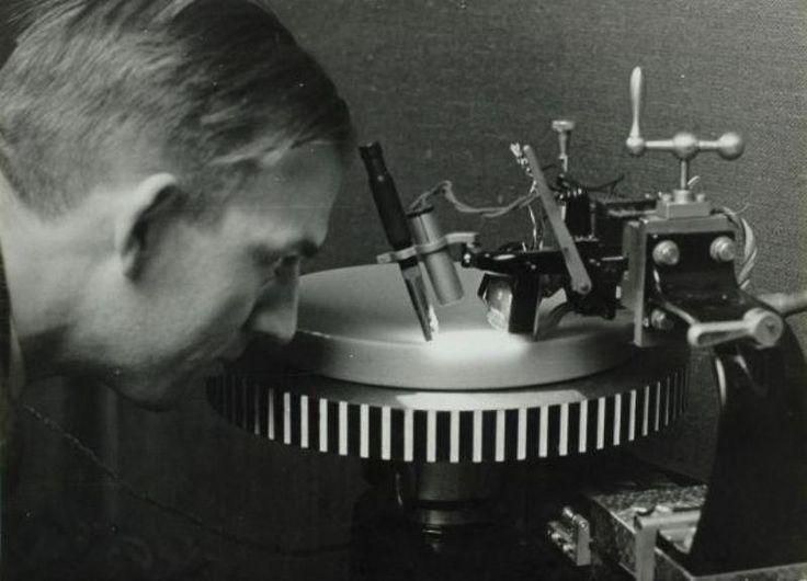 Grammofoonplaten-opname contoleur, 1935.