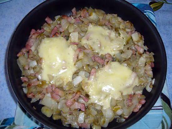 La meilleure recette de Tartiflette du chti' aux endives! L'essayer, c'est l'adopter! 3.0/5 (2 votes), 2 Commentaires. Ingrédients: 1 kg d'endives, 200g de lardons nature, 3 oignons, 1/4 de maroilles, 1 cuil.à soupe d'huile d'olive, 1 cuil. à soupe de sucre, sel et poivre