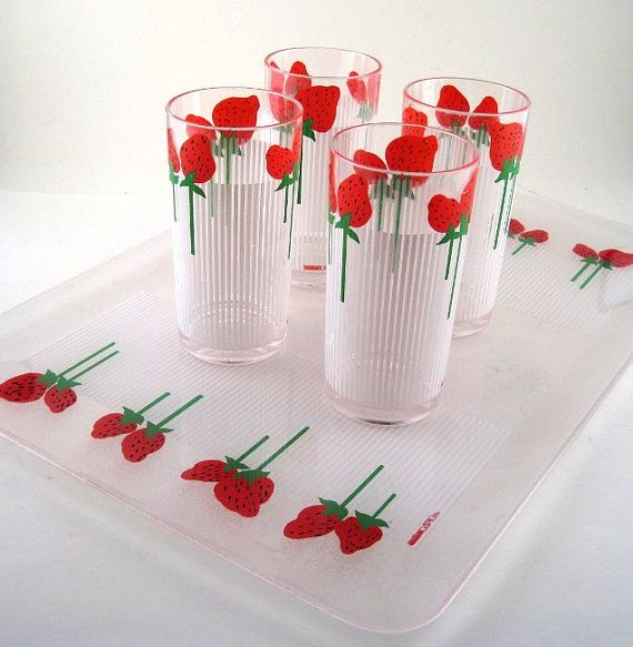 Vintage Strawberry Print Drink Set