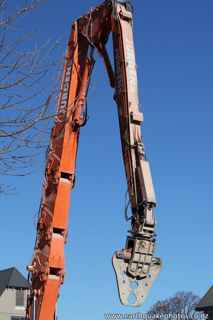 Idle high-reach demolition machine