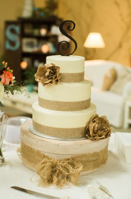 burlap and lace wedding cake table 25 best ideas about burlap wedding cakes on 12253