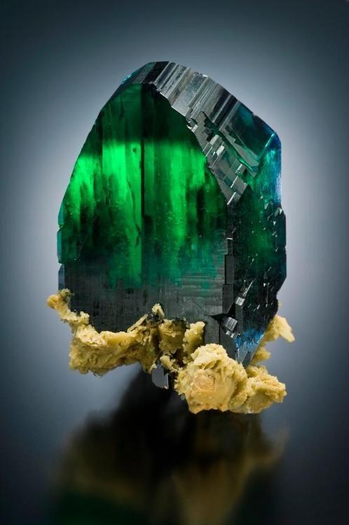 Vivianite ۩۞۩۞۩۞۩۞۩۞۩۞۩۞۩۞۩ Gaby Féerie créateur de bijoux à thèmes en modèle unique ; sa.boutique.➜ http://www.alittlemarket.com/boutique/gaby_feerie-132444.html ۩۞۩۞۩۞۩۞۩۞۩۞۩۞۩۞۩