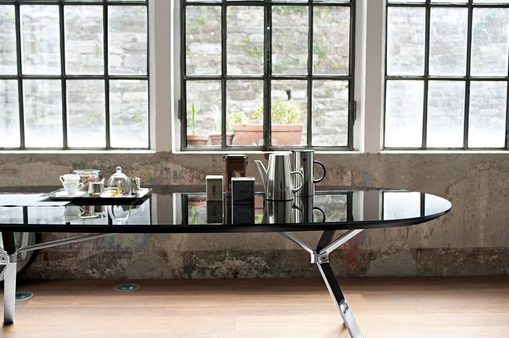 Revo table with polished black crystal oval top and chrome metal structure #homeoffice #living