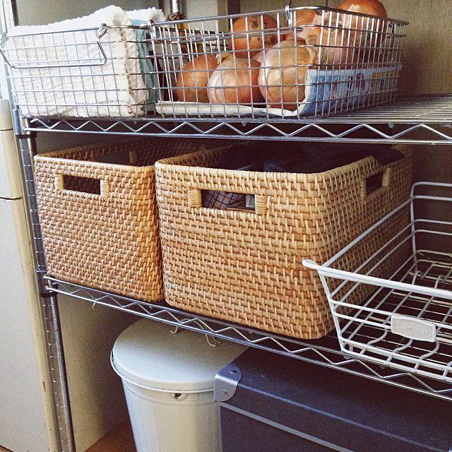 人気の無印良品ステンレスワイヤーバスケット。スタイリッシュなデザインはもちろん、錆びにくく、とても丈夫なので、水を使うキッチンの収納にぴったりです。食品やストックを入れたり、見せる収納にしたり、特徴を活かして、上手に取り入れているRoomClipユーザーさんをご紹介します。ぜひ、参考にしてみてください。