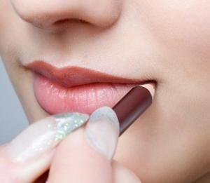 Cómo pintar los labios según su forma