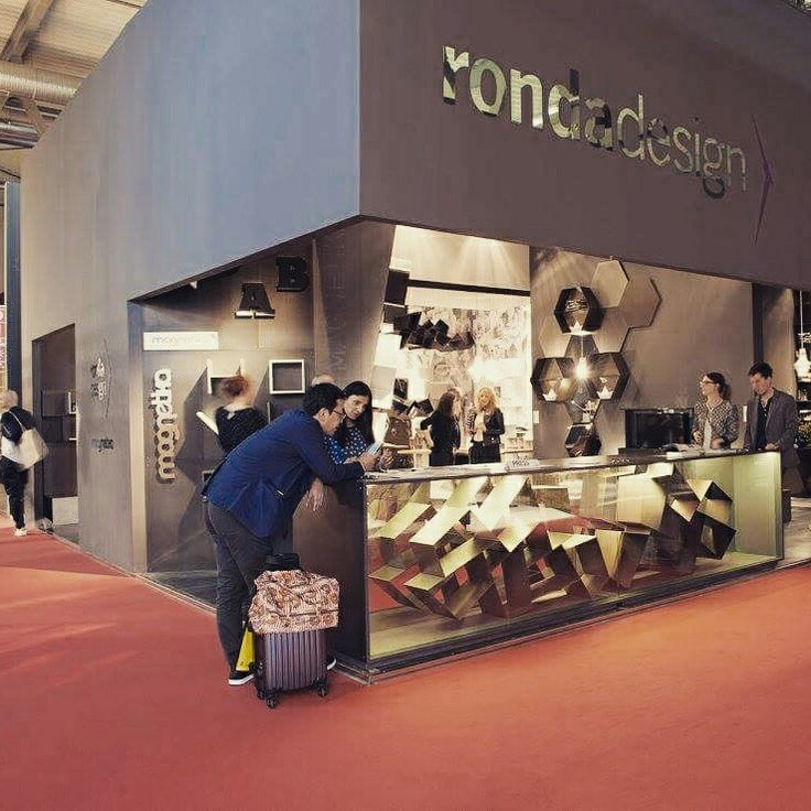 @rondadesignsrl podczas targów Salone del Mobile w Mediolanie. Bardzo nam się podobało. #design #meble #meblemodulowe #meblesystemowe #metalowe #rhofiera #rho #targimediolan #mebloscianka #metal @banditdesign @isaloniofficial #mdw16 #milandesignweek #milanofiera #milano #salonedelmobile #magnetika #nowoczesnemeble #stal #staloweblaty #stalowefronty
