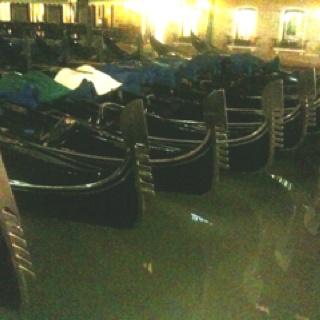 Venezia: gondola parking