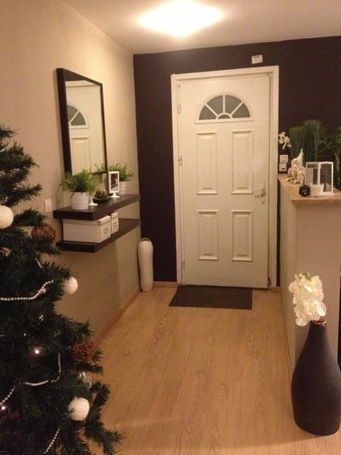 photos d coration de hall d 39 entr e vestibule exotique brun beige brun marron de deline04 hall. Black Bedroom Furniture Sets. Home Design Ideas
