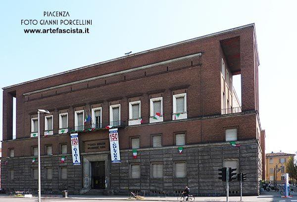 """Piacenza - Liceo """"Melchiorre Gioia"""" - 1932 Arch. Mario Baciocchi (via Risorgimento) foto Gianni Porcellini"""