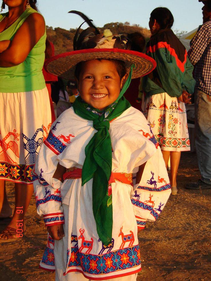 Niño Huichol, Mexico Que semillita tan linda! <3