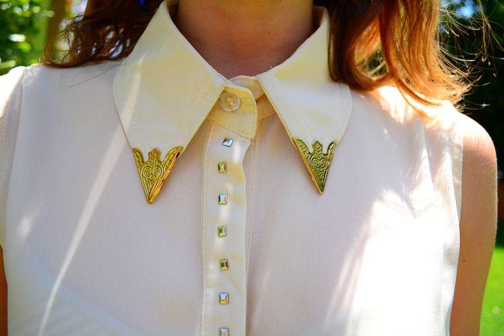 Blusa color crema detalles dorados $9000
