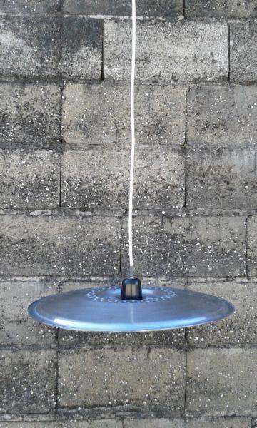 Articulo L2001. Lámpara colgante sobre lateral de tambor enacero inoxidable, de lavarropas. Medida 45 cm de diámetro (lámpara no incluida).https://www.facebook.com/IndustrialRecupero-178754409195527/