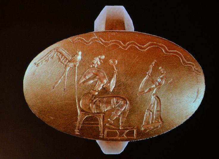 Ο 'Γρύπας Πολεμιστής', ο πρίγκιπας της Πύλου, ήταν ένας όμορφος άντρας, περίπου 30-35 ετών, κοντά 1,70 στο ύψος, εύρωστος. Η αιτία θανάτου του, αν και δεν έχει επακριβώς προσδιοριστεί, πιστεύεται ότι δεν επήλθε σε μάχη αλλά προκλήθηκε από φυσικά αίτια καθώς η ιατροδικαστής ανθρωπολόγος δεν βρήκε ίχνη από τραύμα.
